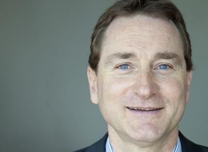 Daniel Ray, enseignant-chercheur à GEM, démontre comment la satisfaction client influe sur la rentabilité de l'entreprise, en calculant son « loyalty model ».